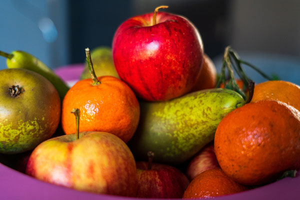fruit quiz - selection of fruits in a bowl
