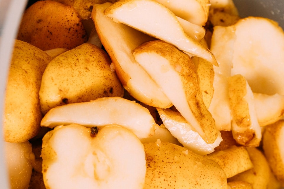 pears, sliced in quarters with skin left on ready to freeze